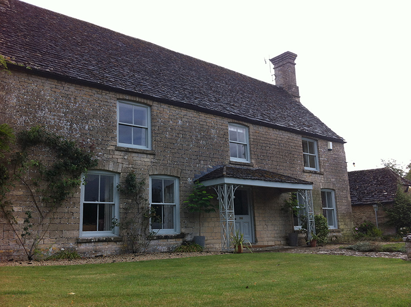 Cotswold Stone Cleaning – Cotswold Farmhouse Before Cleaning and Repointing